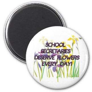 SCHOOL SECRETARIES DESERVE FLOWERS 6 CM ROUND MAGNET