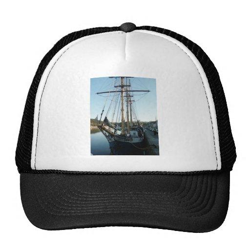 Schooner Frya Trucker Hats