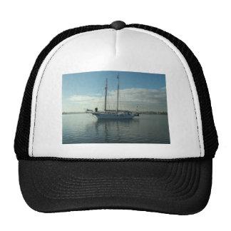Schooner Taio Trucker Hat