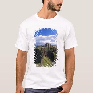 Scotland, Aberdeen. Dunnotar Castle. T-Shirt
