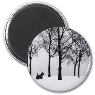 Scottie in Snowy Woods 6 Cm Round Magnet