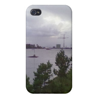 Sea and building iPhone 4/4S cover