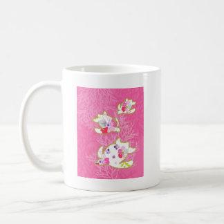 Sea turtle on pink background. mugs