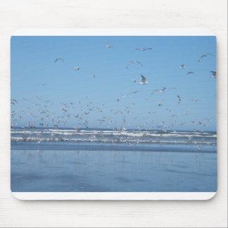 Seagulls in flight mouse mat