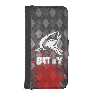 Shark Pictogram on Grungy Black Argyle iPhone 5 Wallet Case
