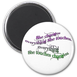 she changes everything she touches - gradient 6 cm round magnet
