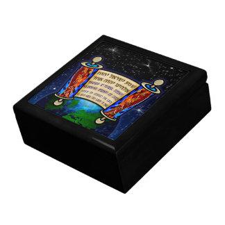 Shema Tzedaka Large Square Gift Box