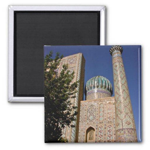 Sher-Dor Madrasah: Minaret Magnet