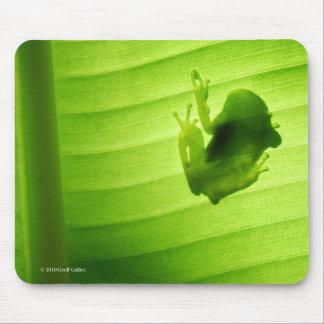 Silhouette of amagaeru mouse pad