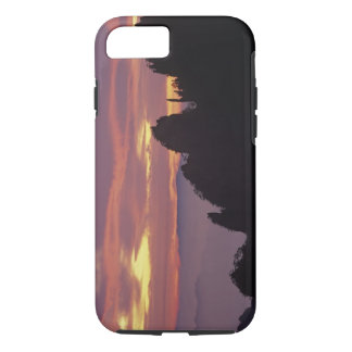 Silhouette of Mt. Huangshan (Yellow Mountain) at iPhone 8/7 Case