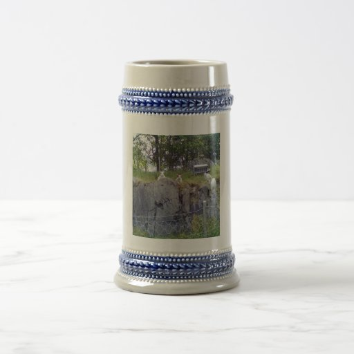 Siting and standing sheep mugs
