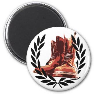 skins boots 6 cm round magnet