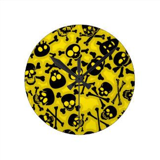 Skull Crossbones Pattern Round Clock