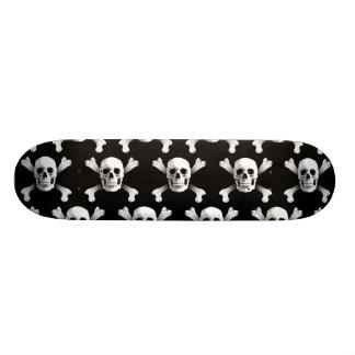 Skull & Crossbones / Skateboard