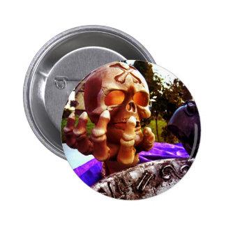 Skull Holding 6 Cm Round Badge