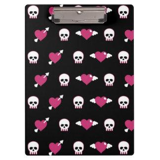 Skulls and hearts clipboard