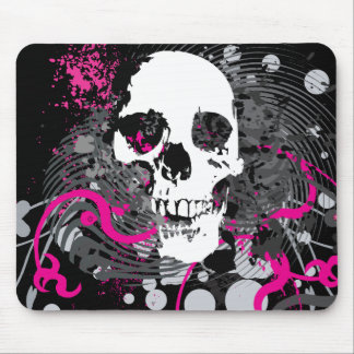 skullz. straight twisted arrows. mouse mat