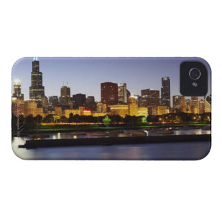 Skyline of downtown Chicago at dusk Case-Mate iPhone 4 Case