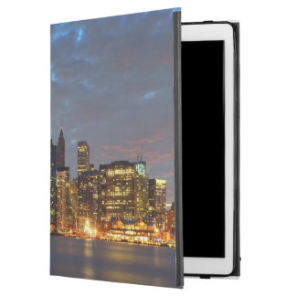 "Skyline view of city in night. iPad pro 12.9"" case"