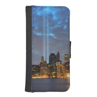 Skyline view of city in night. iPhone SE/5/5s wallet case