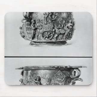 Skyphos depicting the consular procession mouse mat