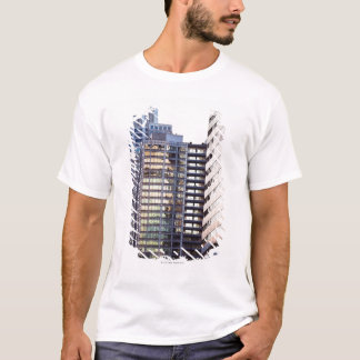 Skyscrapers in Chicago's financial district T-Shirt