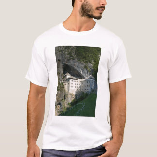 SLOVENIA, RANJSKA, Predjama Castle: 16th T-Shirt