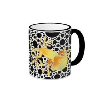 Smiling Gecko - black dots Ringer Mug