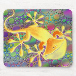 Smiling Gecko - coloured dots Mousepad