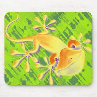 Smiling Gecko - green pattern Mousepads