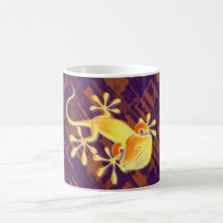 Smiling Gecko - violet orange pattern Basic White Mug