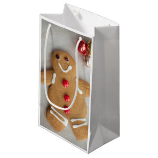 Smiling gingerbread man small gift bag