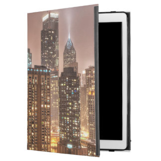"""Snow falls over skyline at evening in Chicago iPad Pro 12.9"""" Case"""