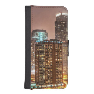Snow falls over skyline at evening in Chicago iPhone SE/5/5s Wallet Case