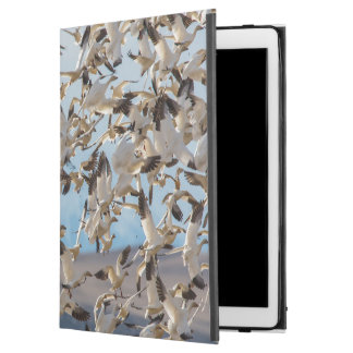 """Snow Geese Fill The Sky After Feeding In Barley iPad Pro 12.9"""" Case"""