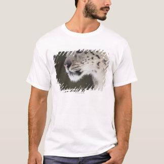 Snow leopard (Uncia uncia) T-Shirt