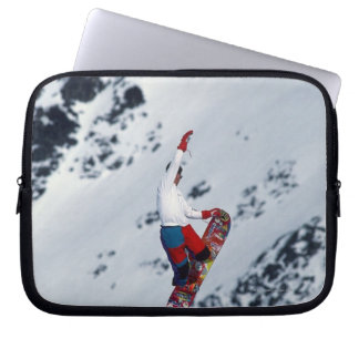 Snowboarding 2 laptop sleeve