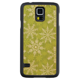 Snowflakes Pattern on Green Carved Maple Galaxy S5 Case