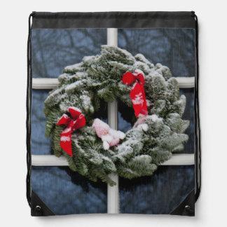 Snowy christmas wreath cinch bags