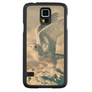 Snowy Owl taking off from snow Carved Maple Galaxy S5 Case