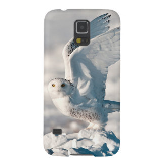 Snowy Owl taking off from snow Galaxy S5 Covers
