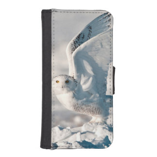 Snowy Owl taking off from snow iPhone SE/5/5s Wallet Case