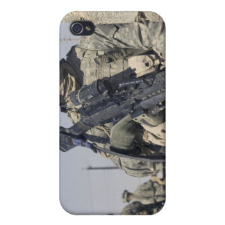 Soldier armed with a MK-48 iPhone 4/4S Cases