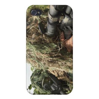 Soldiers dressed in ghillie suits iPhone 4/4S case
