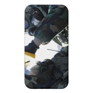 Soldiers help each other iPhone 4 covers