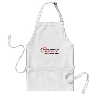Somebody in Kent loves me t shirt Aprons