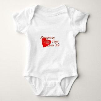 Someone loves me in Dallas, Texas Baby Bodysuit