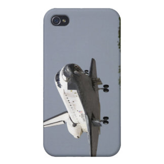 Space Shuttle Discovery approaches landing 2 iPhone 4 Cover