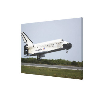 Space Shuttle Discovery approaches landing 4 Canvas Print