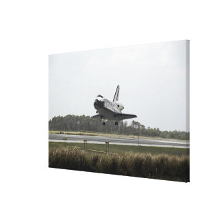 Space Shuttle Discovery approaches landing Canvas Print